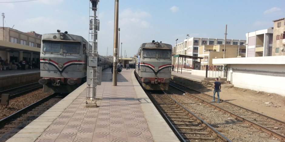«السكة الحديد» تعلن استئناف قطار الإسكندرية رحلته بعد فصل عربتين خرجتا عن القضبان