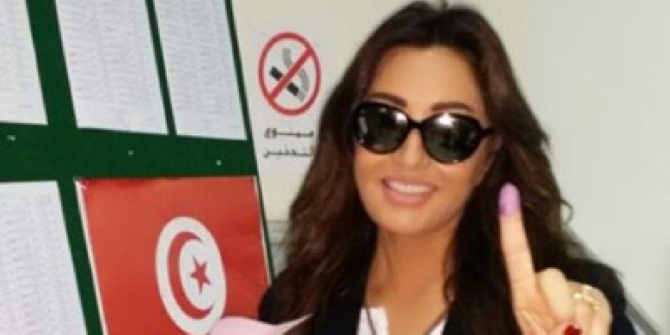 قبيل الانتخابات الرئاسية بيوم.. ماذا يحدث فى تونس؟