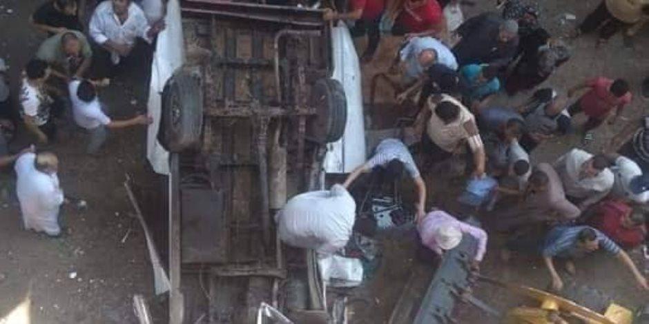 النيابة تعاين حادث سقوط سيارة أجرة من أعلى محور صفط اللبن (صور)