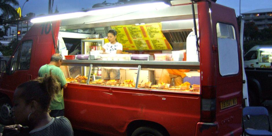 مشروعك الخاص.. تعرف على رسوم ترخيص عربات الطعام المتنقلة ومدتها