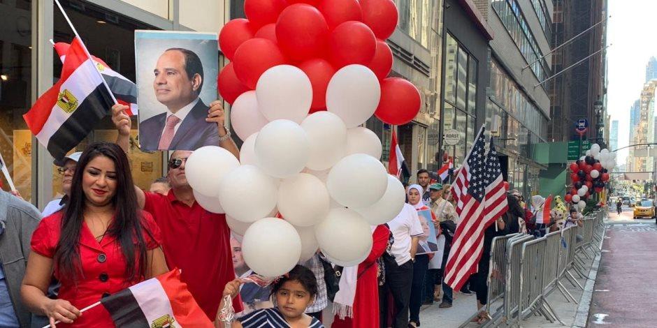 «يا أغلى اسم في الوجود».. حشود المصريين يهتفون أمام مقر إقامة السيسي في نيويورك