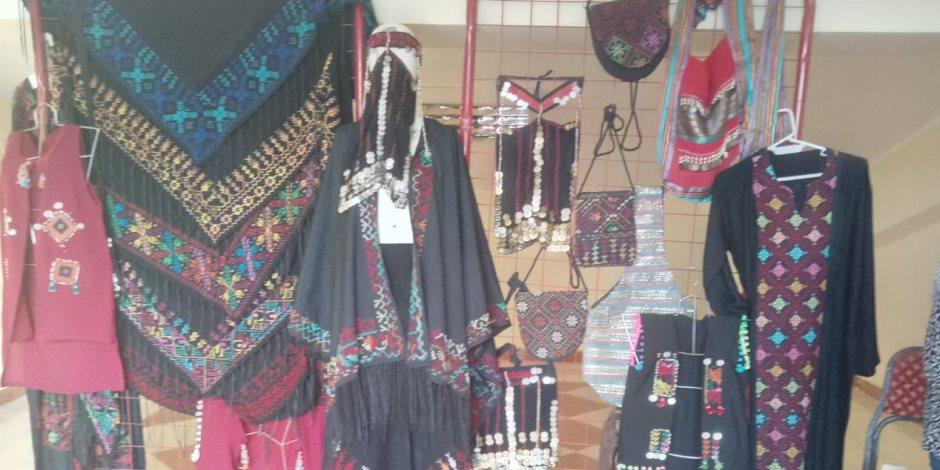 أسواق تراثية تعرض مستلزمات الإبل ومشغولات بدوية على هامش مهرجان شرم الشيخ للهجن (صور)