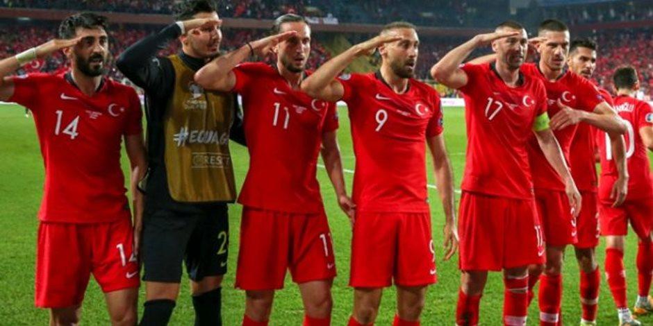 الديكتاتور يلطخ الكرة.. من يحاسب أردوغان على تأييد منتخبه لقتل الأبرياء في سوريا؟