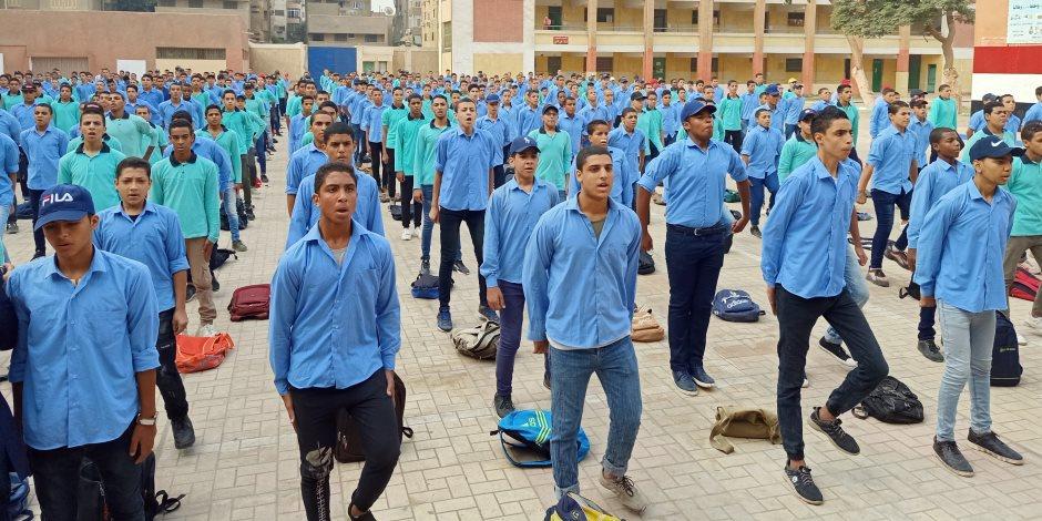 يوم في حياة طلاب الثانوية الفنية بزي التربية العسكرية (صور)