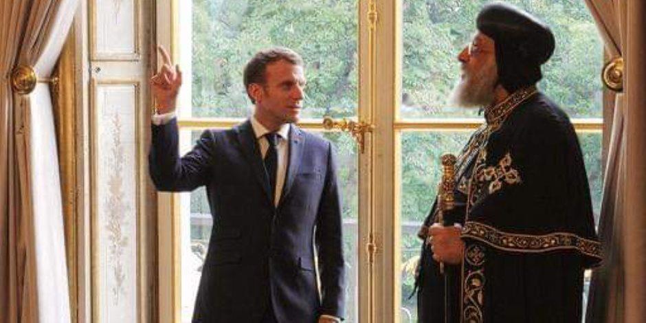 الرئيس الفرنسي يستقبل البابا تواضروس الثاني لحظة وصوله قصر الإليزيه (صور)