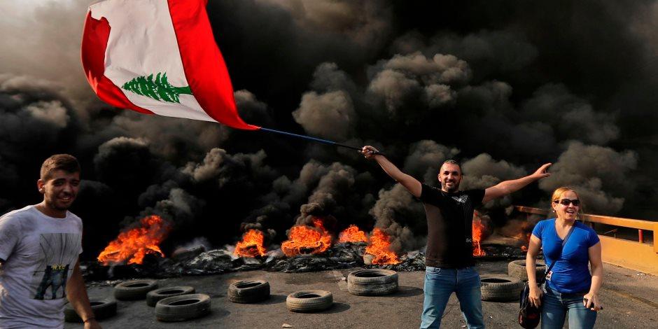 تصاعد الاحتجاجات في لبنان.. استقالة وزراء حزب القوات والعسكريون المتقاعدون ينضمون للتظاهرات