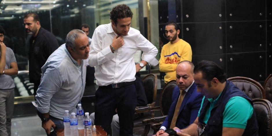 النبراوي يعرض على تامر مرسي البروفة النهائية لحفل افتتاح بطولة امم افريقيا للشباب