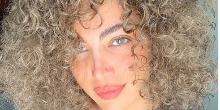 ريهام حجاج تتألق بالشعر الكيرلى فى سيشن صور جديد