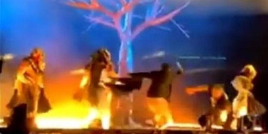 لا يفوتك.. مشاهد توثق حادثة طعن أعضاء فرقة مسرحية في السعودية