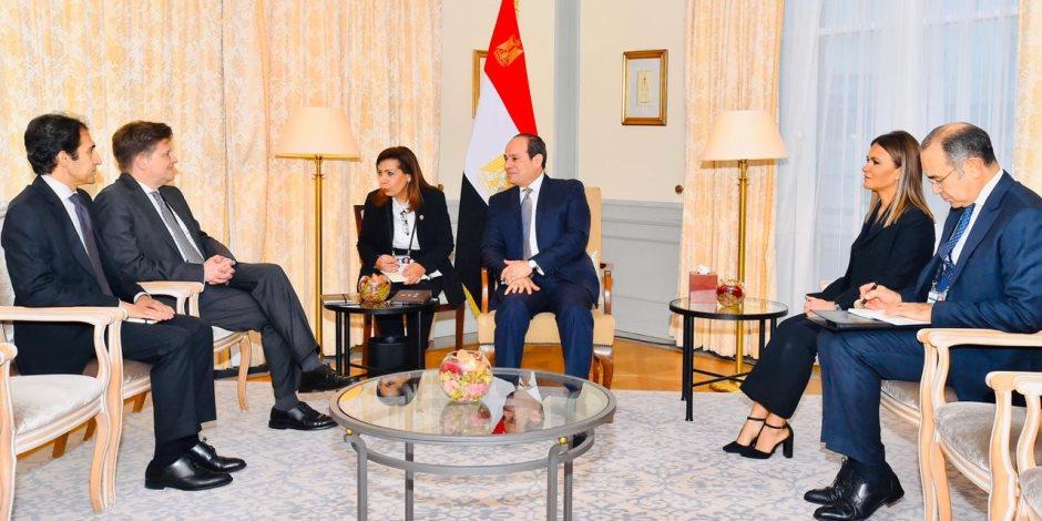 """السيسي يستقبل نائب رئيس """"مرسيدس بنز"""" في مقر إقامته ببرلين"""