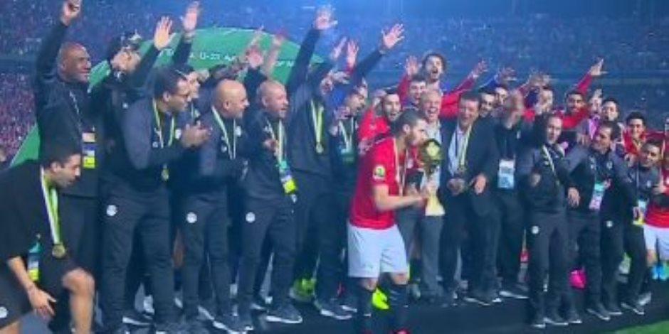 لحظة رفع المنتخب الأولمبى كأس بطولة أمم أفريقيا 2019.. فيديو