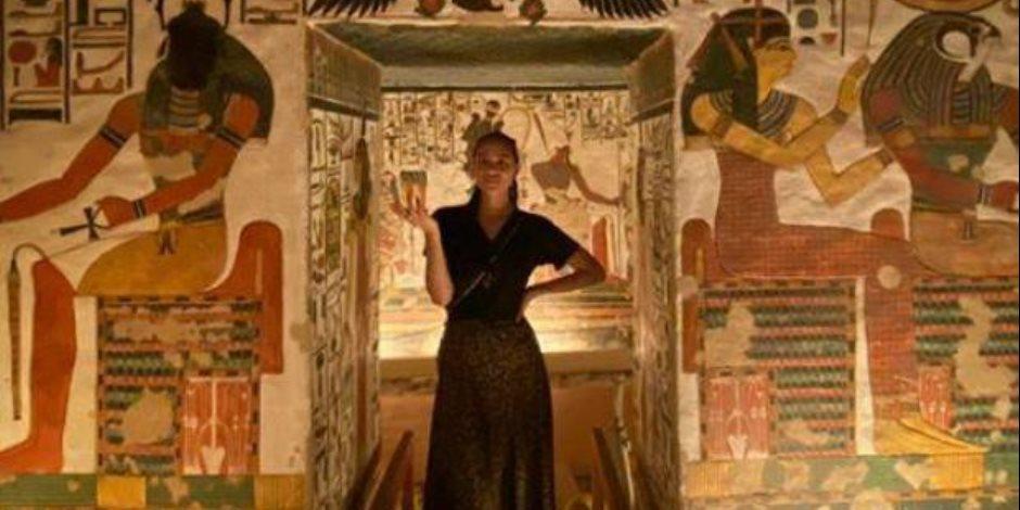 ناتالي إيمانويل توثق زيارتها إلى معالم الأقصر: أهلا بكم في المقبرة الأبدية