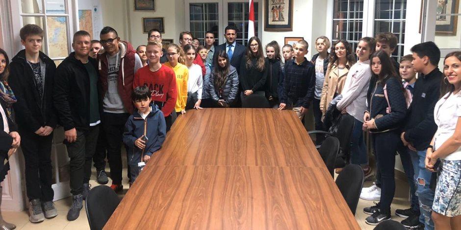 بالتعاون مع السفارة المصرية في بلجراد.. مدرسة صربية تخصص مشروعات فصولها لحضارة مصر القديمة والمعاصرة