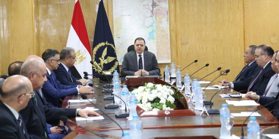 فور وصوله أسوان.. وزير الداخلية يعقد اجتماعاً مع القيادات الأمنية لمراجعة خطة تأمين منتدى السلام