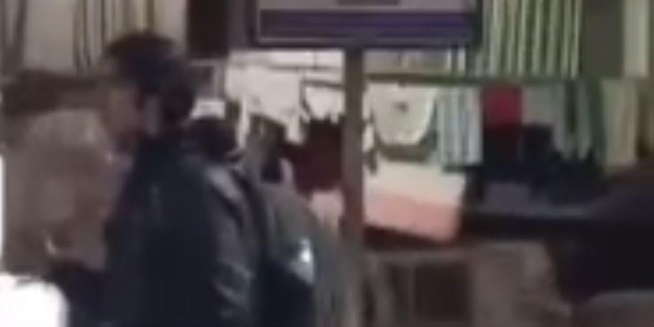 """""""وقف في منتصف الميدان وصرخ"""".. القبض على طالب فلسطيني بطب المنصورة هدد بتفجير """"حقيبة حلويات"""""""