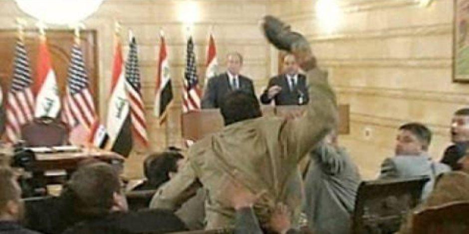حكاية حذاء في وجه جورج بوش.. هذه قبلة الوداع من الشعب العراقي