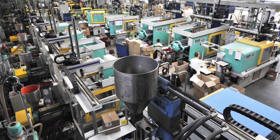 عجلة الإنتاج تدور.. خطة عودة العمال للشركات والمصانع بداية من يوليو