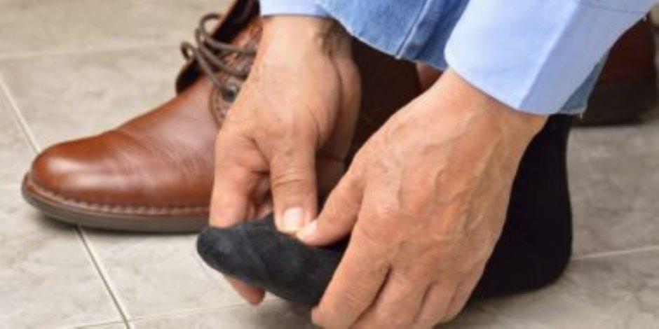 علاج تورمات القدمين.. استخدم كيس الثلج لتخفيف الألم