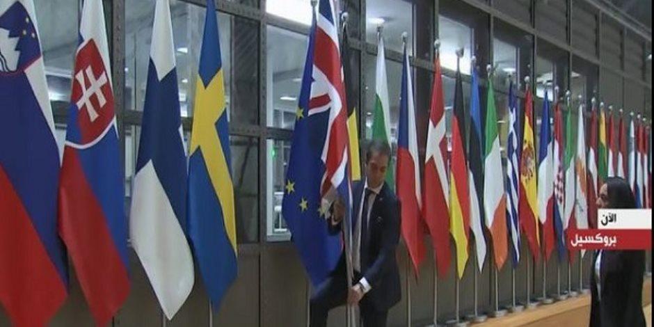 لحظة إنزال علم بريطانيا من مقر الاتحاد الأوروبي (فيديو)