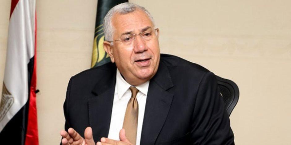 وزير الزراعة يشدد على التعامل بحزم مع التعديات على الأراضي الزراعية