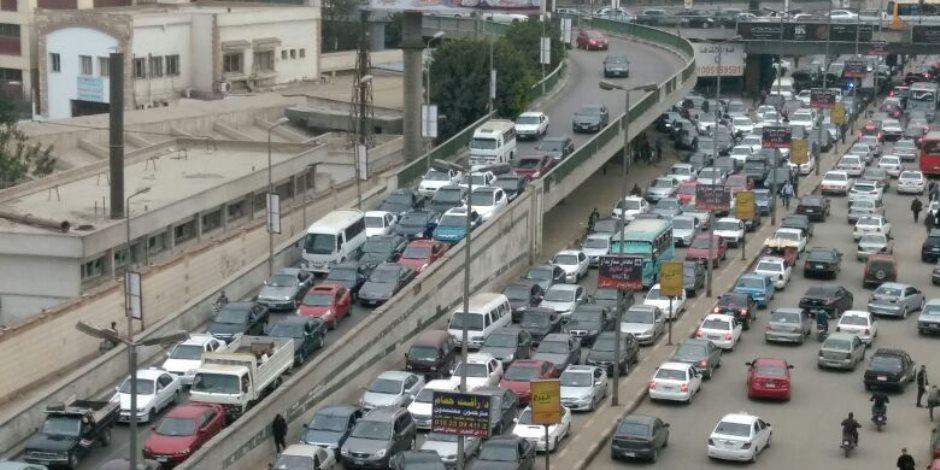 الثلاثاء المزدحم.. كثافات مرورية مرتفعة بمحاور القاهرة والجيزة