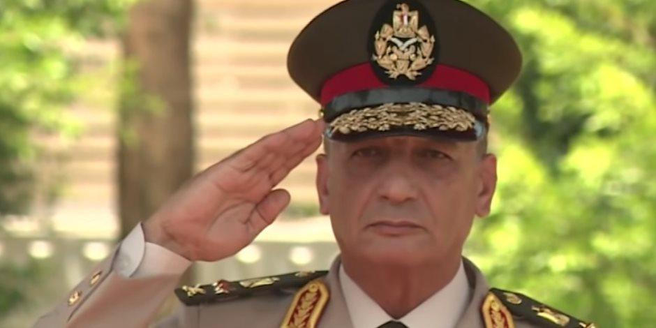 وزير الدفاع والإنتاج الحربى يغادر إلى باكستان على رأس وفد عسكري رفيع المستوى