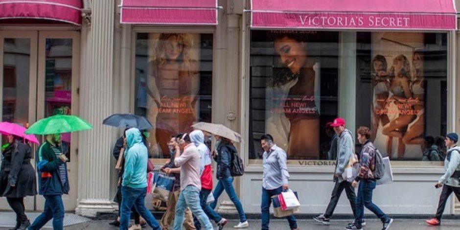 3 محطات فى رحلة فيكتوريا سيكريت.. من عروض الأزياء لفقدان حصتها بالسوق