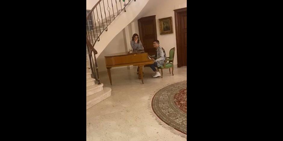 تفاصيل جديدة من حلقة بسمة وهبة وحسن شاكوش.. المذيعة تدعم المطرب بفيديو من منزلها