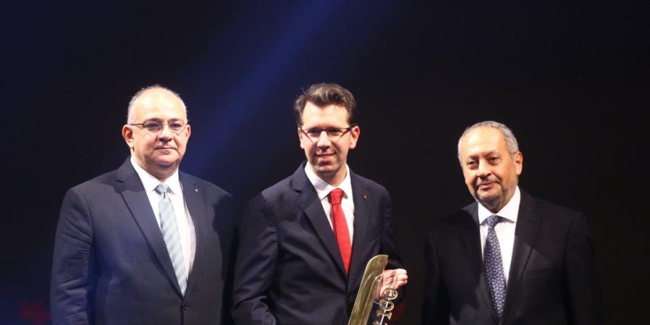 احتفالية bt100 تمنح فودافون مصر جائزة.. ويتسلمها ألكساندر فرومان