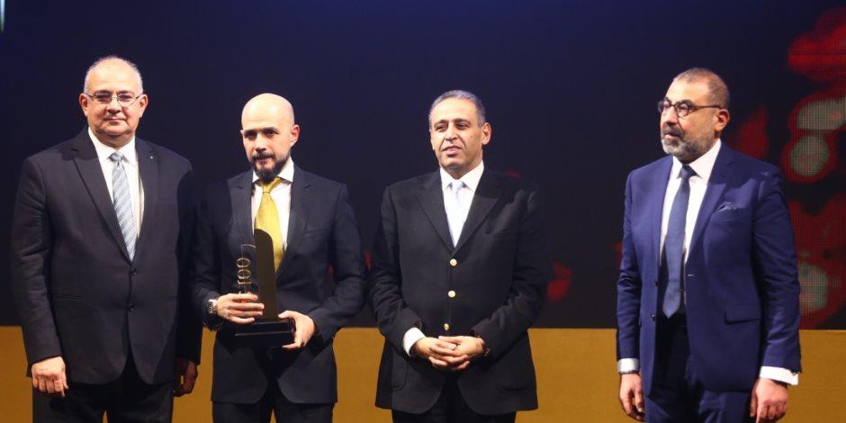 bt100 تمنح جائزة لخالد الطوخى رئيس أمناء جامعة مصر للعلوم والتكنولوجيا
