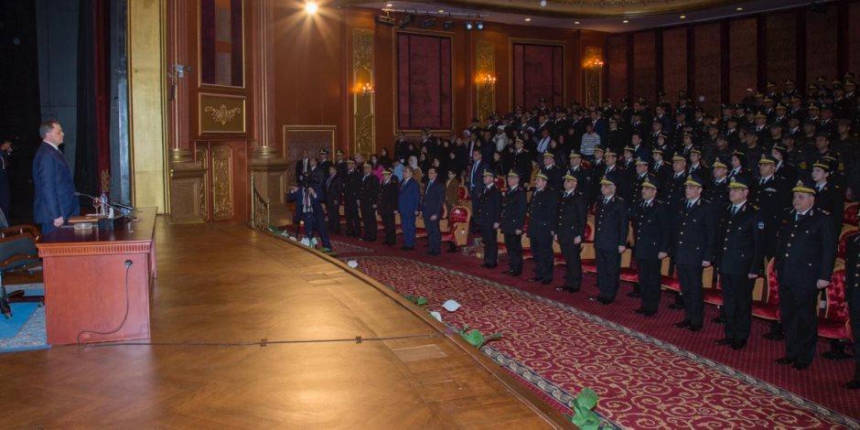 وزير الداخلية يُكرم أسر الشهداء والمصابين والمتميزين من رجال الشرطة
