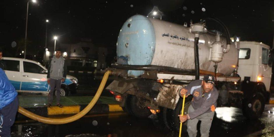 محافظ جنوب سيناء يتفقد أعمال سحب مياه الأمطار بشوارع شرم الشيخ ( صور)
