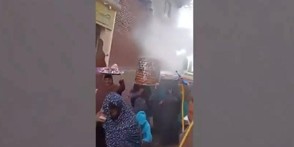 زاوج في زمن الكورونا.. أهالي عروس بني سويف يعقمون جهازها قبل نقله لمنزل العريس (فيديو)