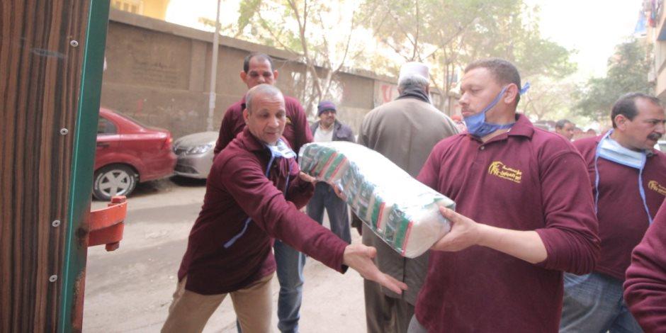قافلة تكافل من مؤسسة أبو العينين لمساندة أهالى الصف المتضررين من كورونا والسيول