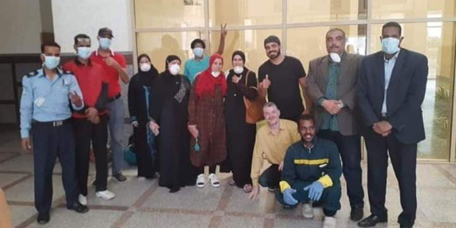 الصعيد بخير.. خروج أول 6 حالات من العزل بعد تعافيهم من كورونا فى أسوان (صور)