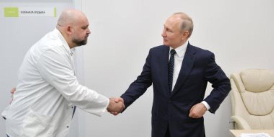 هل أصيب بوتين بالفيروس.. الكرملين يعلن إجراء الرئيس الروسي لفحوصات بعد زيارته لمصابي كورونا