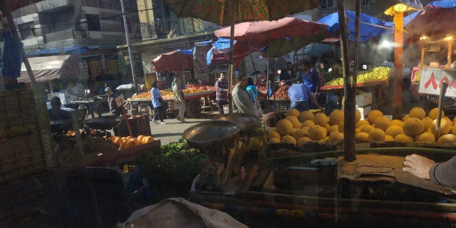 انتبه يا محافظ الإسكندرية.. أسواق تعمل رغم فرض الحظر .. والأهالي يطالبون بالتدخل السريع