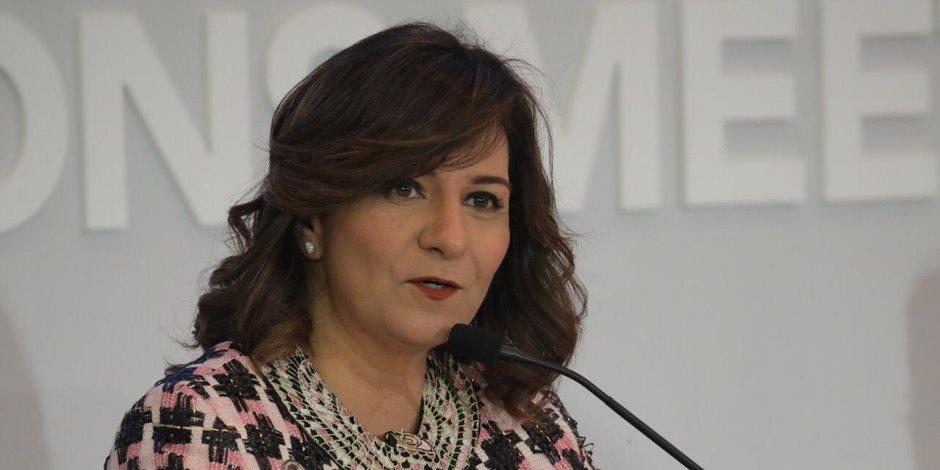 نبيلة مكرم تحذر من صفحة على فيس بوك تنتحل صفة وزيرة الهجرة وتدعو لشات سرى