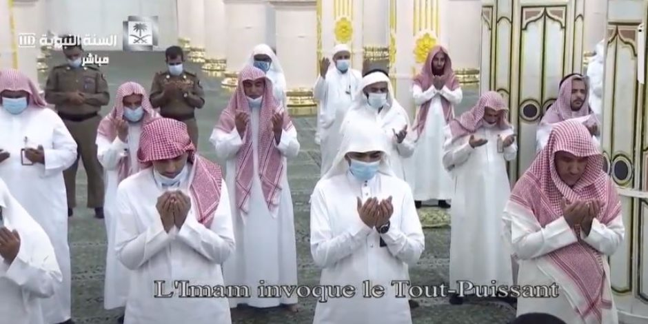 دعاء ليلة القدر وصلاة التهجد من المسجد النبوى والحرم المكى (فيديو)