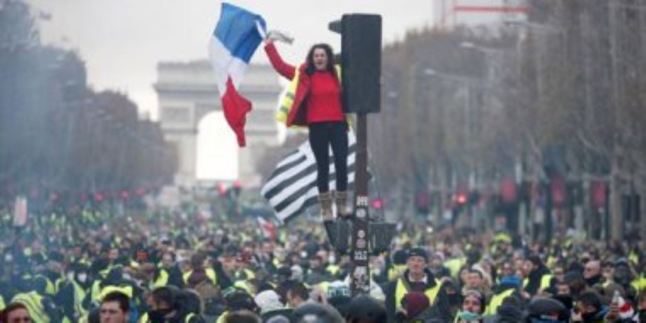 """الوضع في فرنسا.. قلق من تفشي جديد لـ""""كورونا"""" ومصادمات أمام """"قصر العدالة"""""""