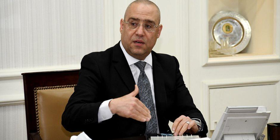 وزير الإسكان يستعرض خطة التوسع في محطات تحلية مياه البحر
