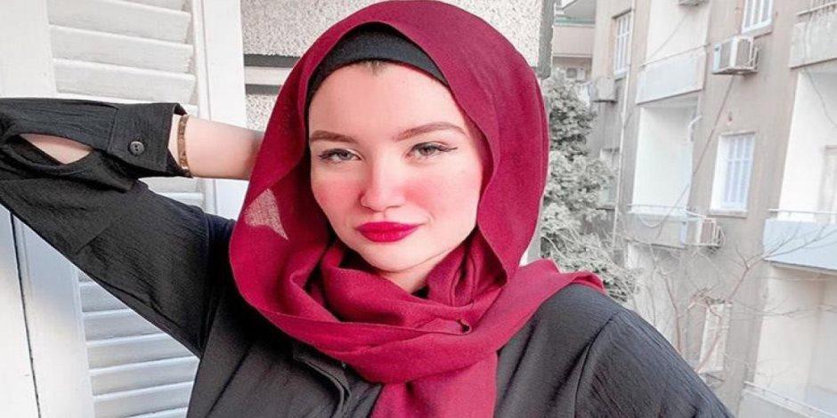 خروج حنين حسام فتاة تيك توك من قسم الساحل بعد إنهاء إجراءات إخلاء سبيلها