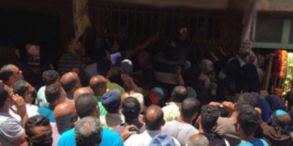 طوابير السجائر تثير موجة غضب.. وخبراء: سلوك «المصريين» يحتاج تأهيل