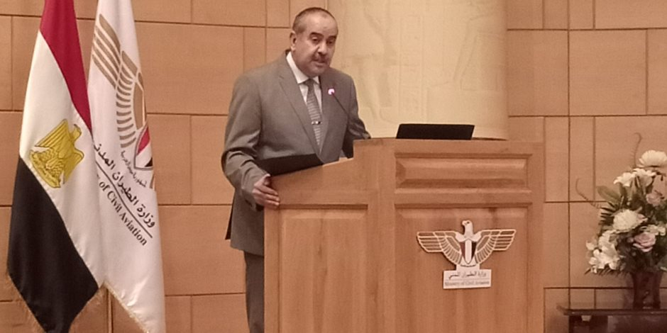 وزير الطيران المدنى: ملتزمون بقرارات الدولة فيما يخص عودة العاملين