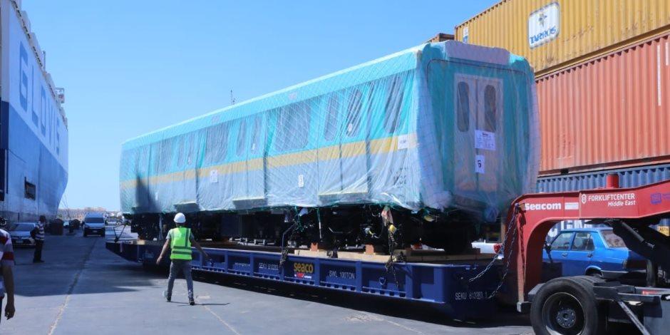 وصول أول قطار مترو أنفاق جديد للعمل بالخط الثالث للمترو.. صور