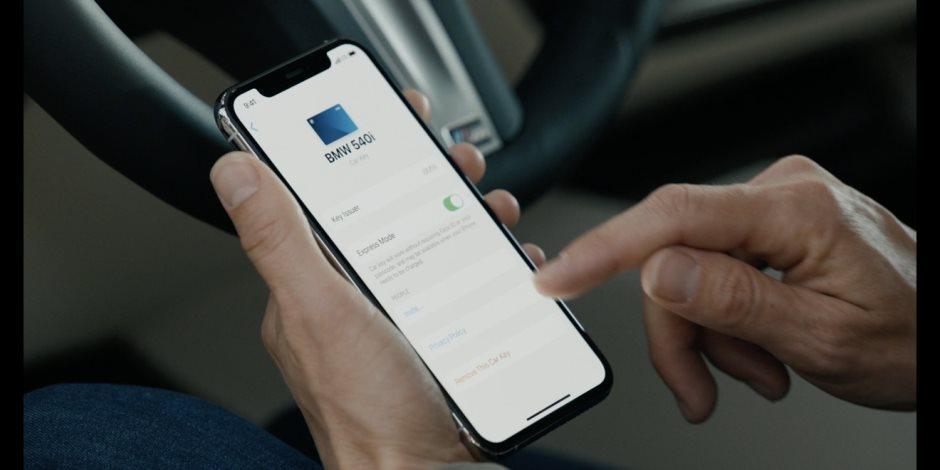 فقط باستخدام هاتفك الآيفون.. طريقة تشغيل سيارتك بدون مفتاح (فيديو)