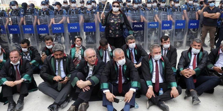 """المحامون الأتراك يواصلون الاحتجاج رفضاً لقانون أردوغان """"الخبيث"""""""