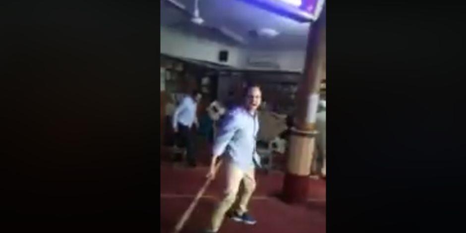 كواليس فيديو خناقة الشوم داخل مسجد بالمعادي.. والأوقاف بروايتين