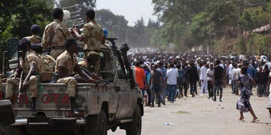 حكومة آبي أحمد.. يد تشعل صراعات النار والدم ويد تقتل الإثيوبيين بالتهجير والفقر