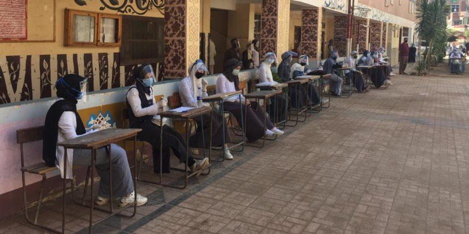 طلاب الثانوية العامة المتظلمون على النتيجة يطلعون اليوم على كراسة الإجابة
